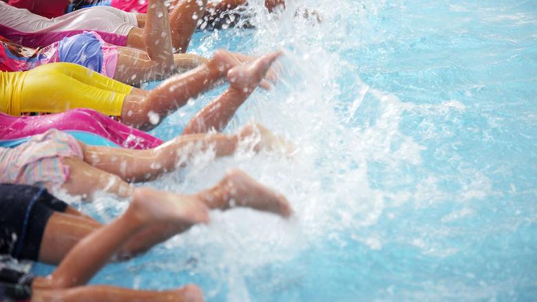 Zwemschool dicht, ouders krijgen amper geld terug. Kan dat?