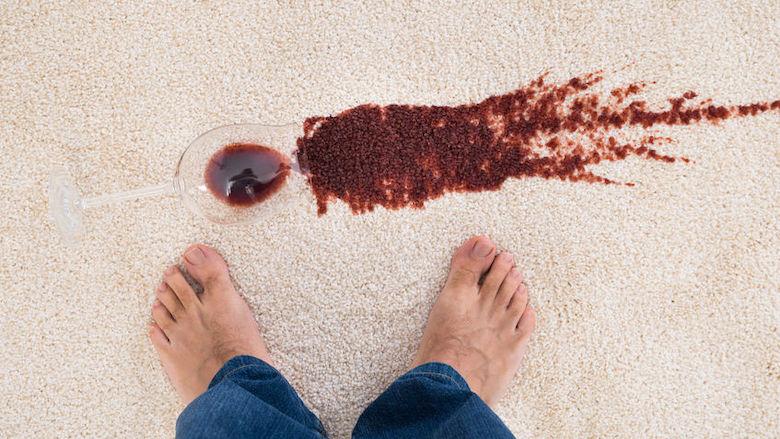 Een rode wijnvlek verwijder je zo