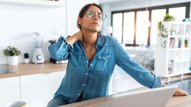 'Drastische stijging fysieke klachten': tips voor een ergonomische werkhouding