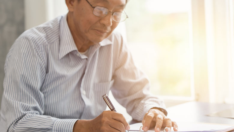 'Verlaag AOW-leeftijd bij dalende levensverwachting'