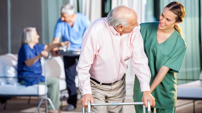 'Geef extra geld verpleeghuiszorg uit aan meer personeel'