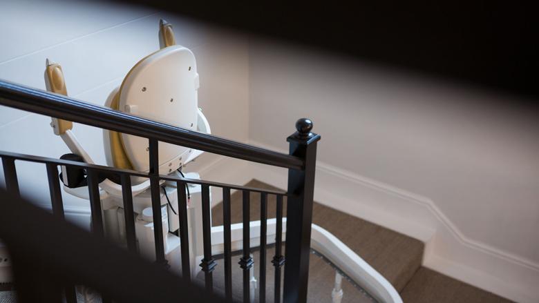 'Kabinet moet meer doen tegen verspilling van trapliften'