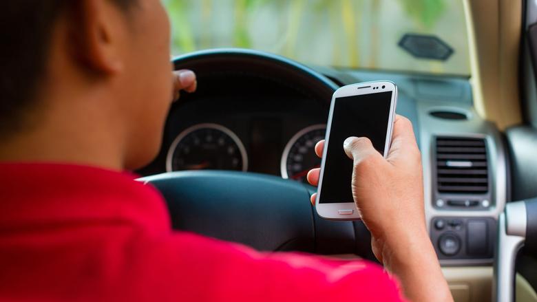 Automobilist kan niet zonder smartphone