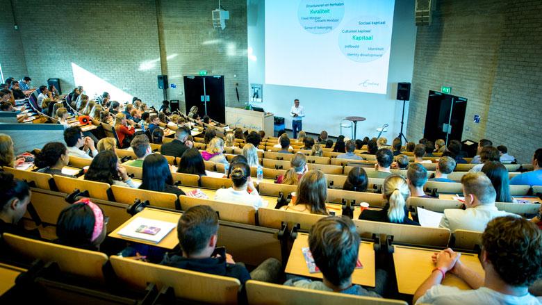 'Studenten in bestuur moeten collegegeldvrij jaar kunnen hebben'