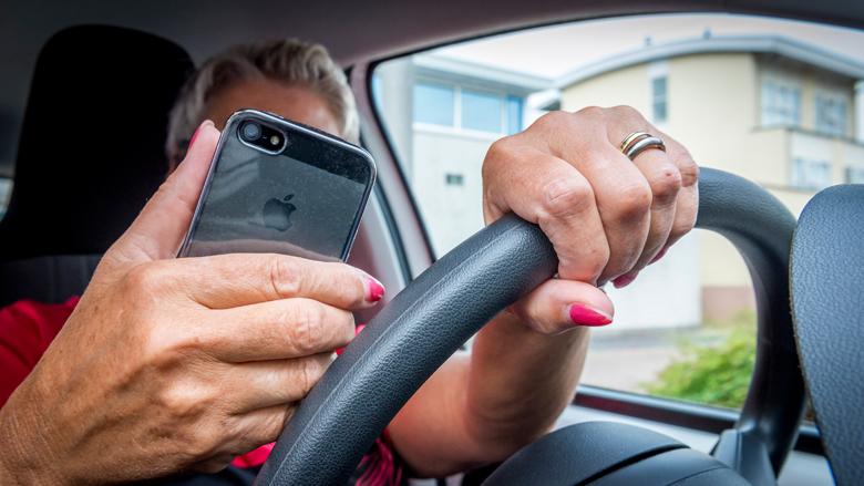 34 procent gebruikt smartphone tijdens autorijden