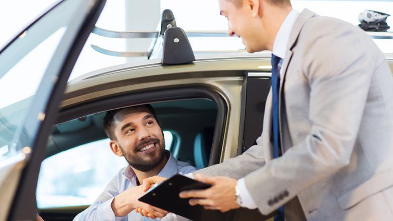 'Autoverkoper moet elektrische auto aanprijzen'