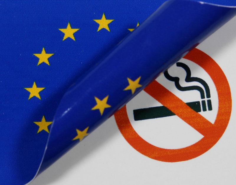 EU mag vasthouden aan sobere sigarettenpakjes