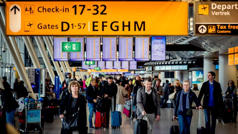Schiphol zet extra beveiligingsdoorgangen in vanwege drukte