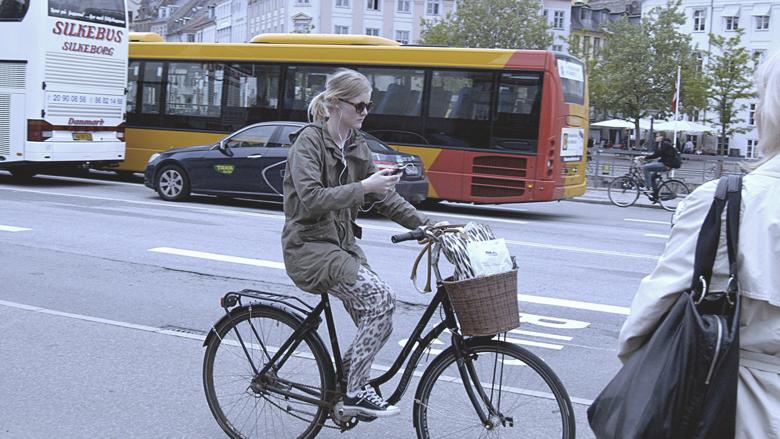 Meer voorstanders telefoonverbod op de fiets
