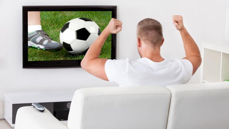Voetbalfans gaan minder betalen bij KPN