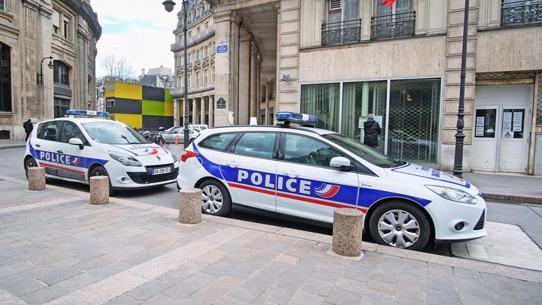 Franse politie waarschuwt toeristen voor criminele nepagenten