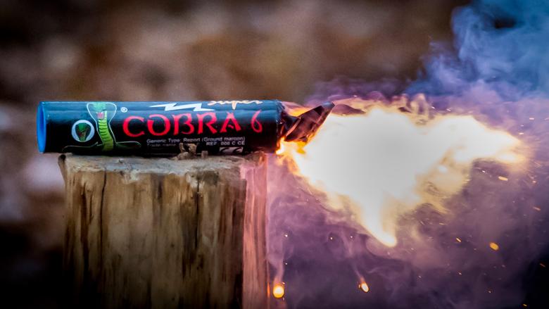 'Vuurwerk gooien kan poging tot doodslag zijn'