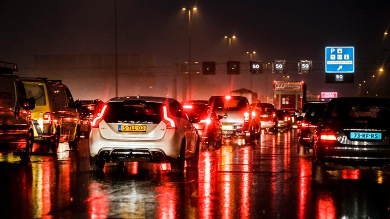 VID: 'Wintertijd zorgt voor meer files en drukkere avondspits'
