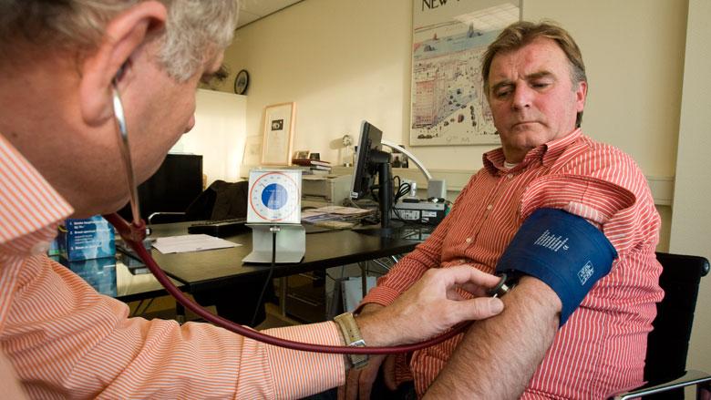 Minder vaak medicatie bij langere bloeddrukmeting