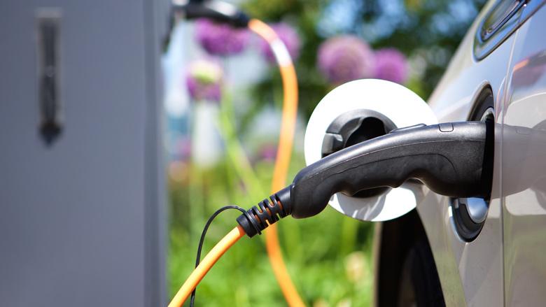 'Tekort laadpalen voor elektrische auto's schrikt consument af'