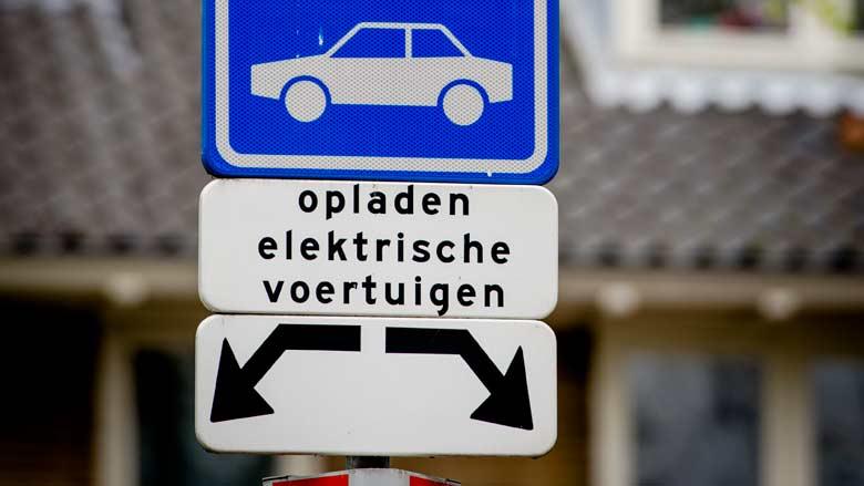 Autofabrikanten slaan handen ineen voor snellaadpalen