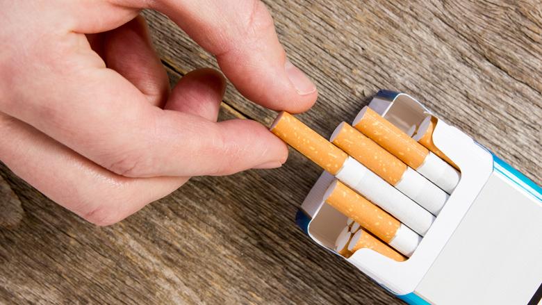 Van Rijn wil merkloze sigarettenverpakkingen