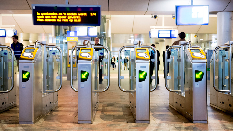 NS sluit toegangspoortjes in grote steden