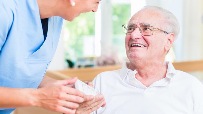 Meeste ouderen gebruiken weinig zorg