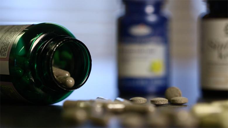 CBG: 'Laat alle producten met sint-janskruid registreren als geneesmiddel'