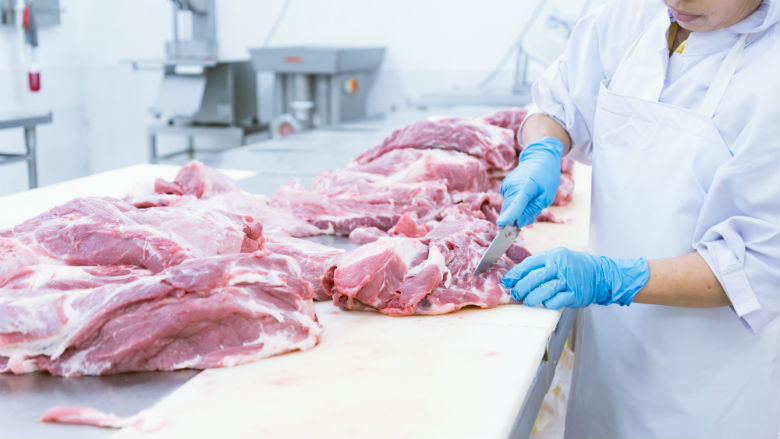 Steeds vaker poep op vlees in slachthuizen