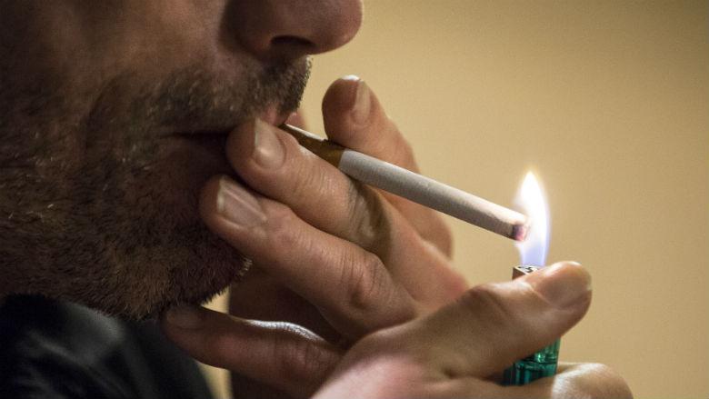 Peiling: Kabinet moet optreden tegen sigarettenrook