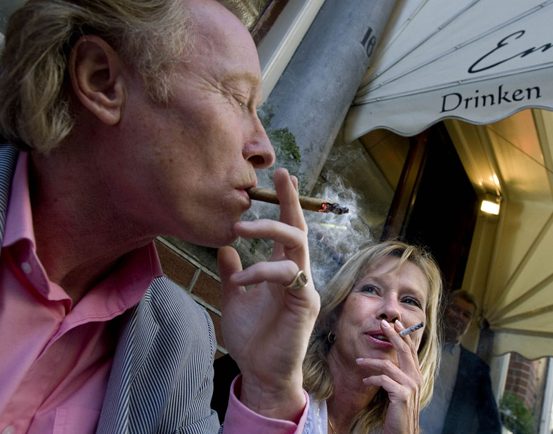 Elsevier: 'Rookverbod op terras nog geen optie'