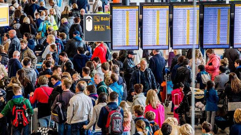 Claimorganisaties stellen Schiphol aansprakelijk voor vertraging