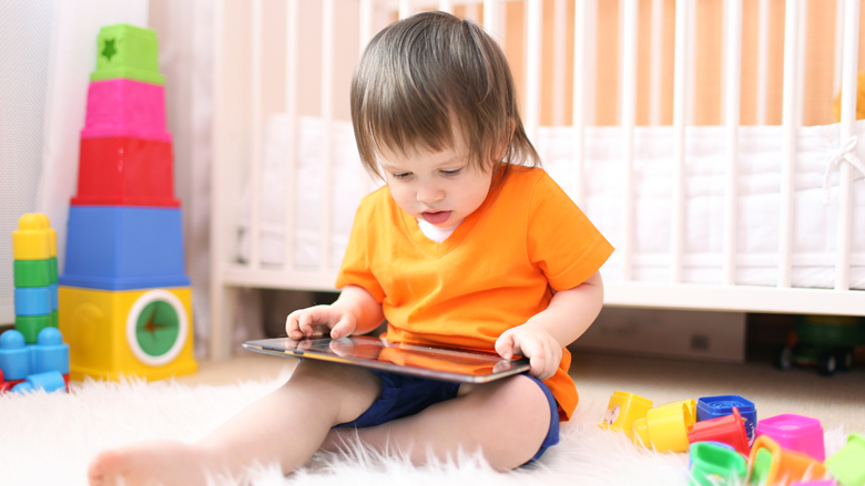 Schuldgevoel bij ouders om kind op tablet