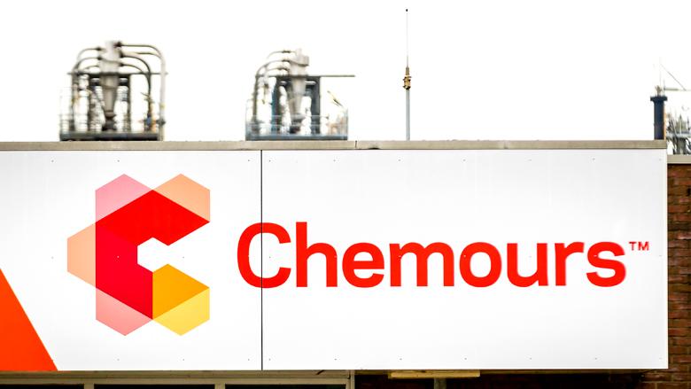 Staatssecretaris Van Veldhoven wil lijst afnemers Chemours vanwege GenX