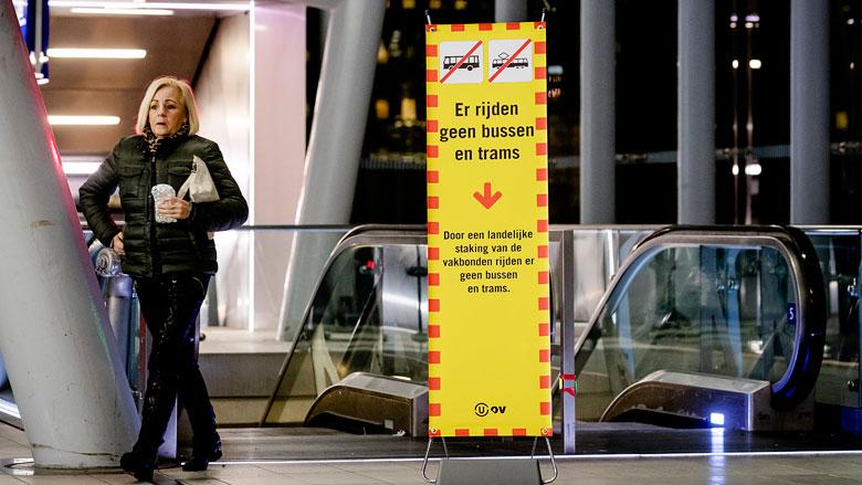 'Streekbusvervoer in heel Nederland ligt plat door staking'