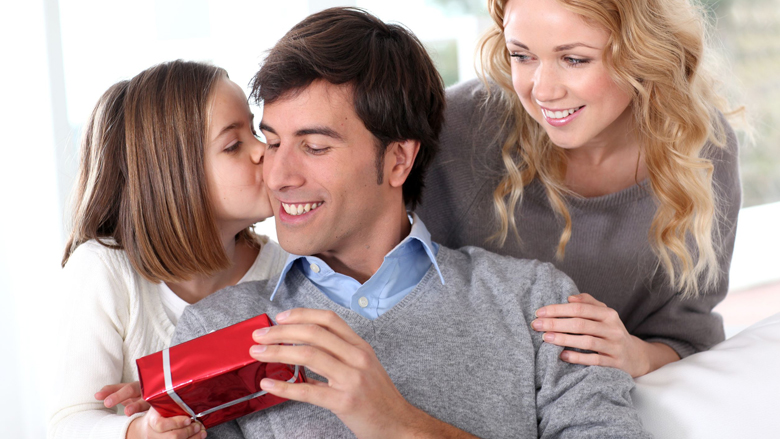 Kinderen duurder uit met cadeautjes Vaderdag