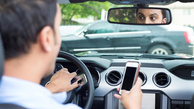 'Meer verkeersongelukken door smartphonegebruik'