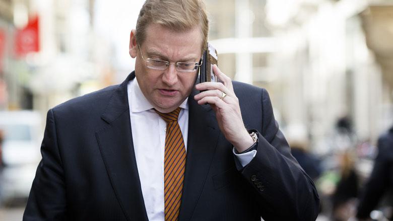 Van der Steur bezorgd om privacy WhatsApp