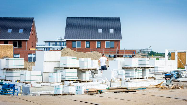 'Rijk moet de woningbouwproductie opvoeren'