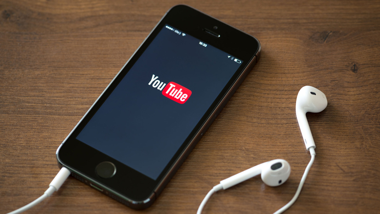 YouTube plaatst Wikipedia-teksten bij complottheorieën