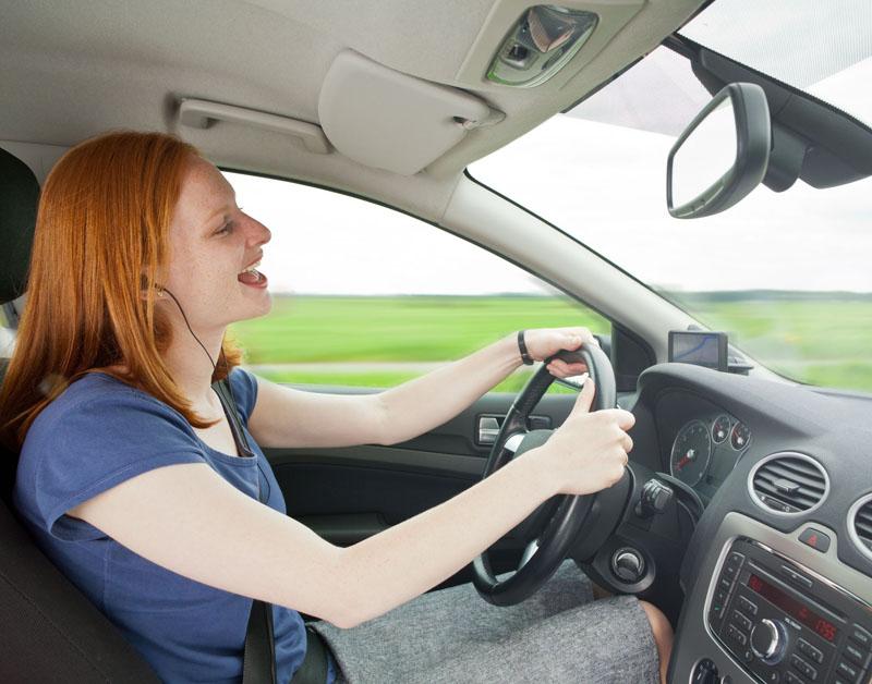 Zingen en neuspeuteren in de 'onmisbare' auto