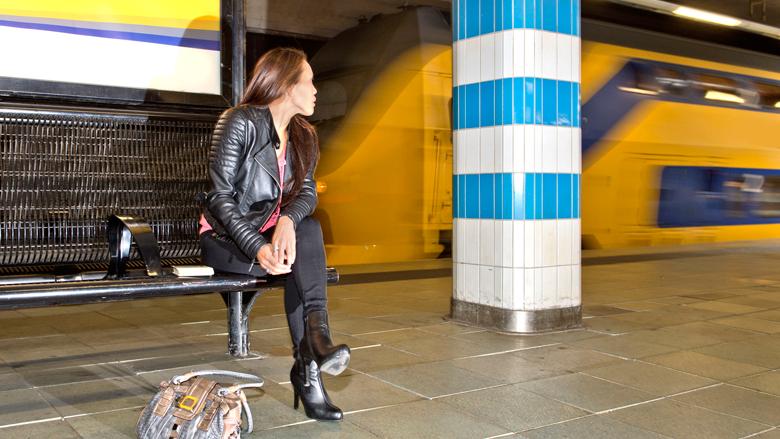 Nieuwe wachtbanken op treinstations