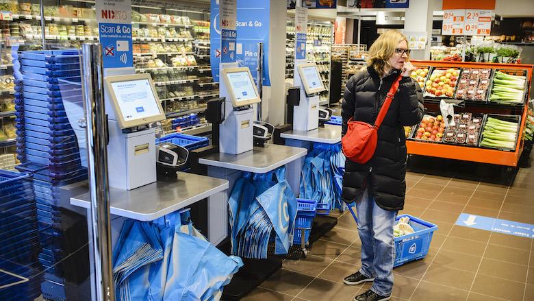 Albert Heijn: 'Eind dit jaar in alle winkels zelfscanners, maar kassa's blijven'