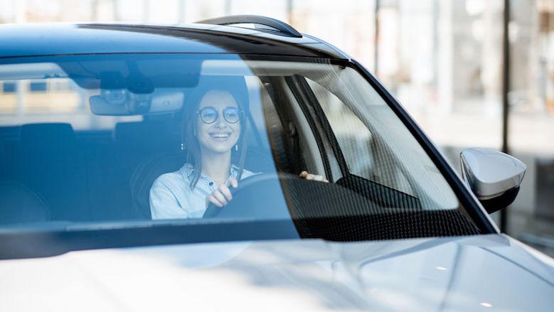 Auto's mogen niet 'coronaproof' worden gemaakt door plaatsen tussenscherm bestuurder en bijrijder