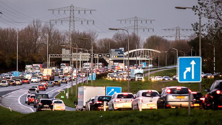 Minister Van Nieuwenhuizen werkt niet mee met kilometerheffing