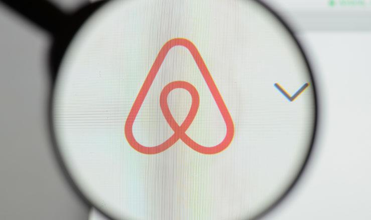 'Airbnb moet gebruikers schadevergoeding betalen'