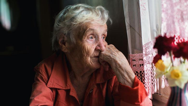 Thuiswonende ouderen ervaren meer eenzaamheid door corona