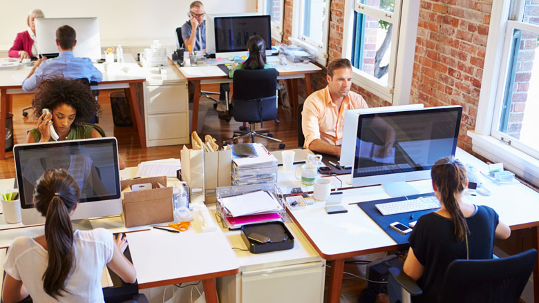 'Werknemers ervaren druk om fysiek aanwezig te zijn op het werk, ondanks adviezen overheid'
