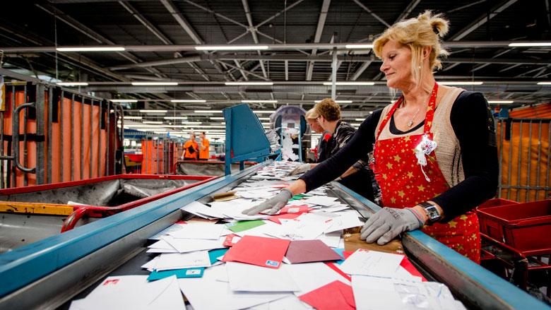 Pakketjes vaker op tijd bezorgd, klachten over kerstpost houden aan
