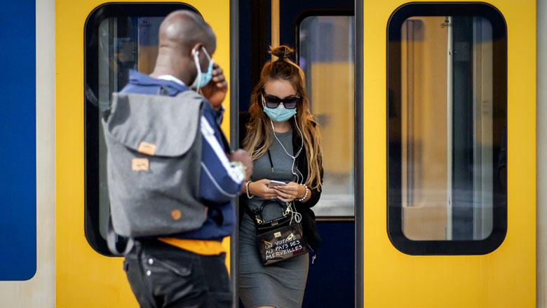 Betere handhaving mondkapjesplicht ov gewenst door reizigers