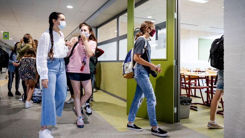 Kinderarts: 'Scholen moeten werken met vaste buddy's en aangepaste pauzetijden'