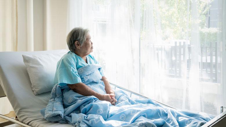 Bezoek in verpleeghuizen gedeeltelijk toegestaan. Dit zijn de voorwaarden