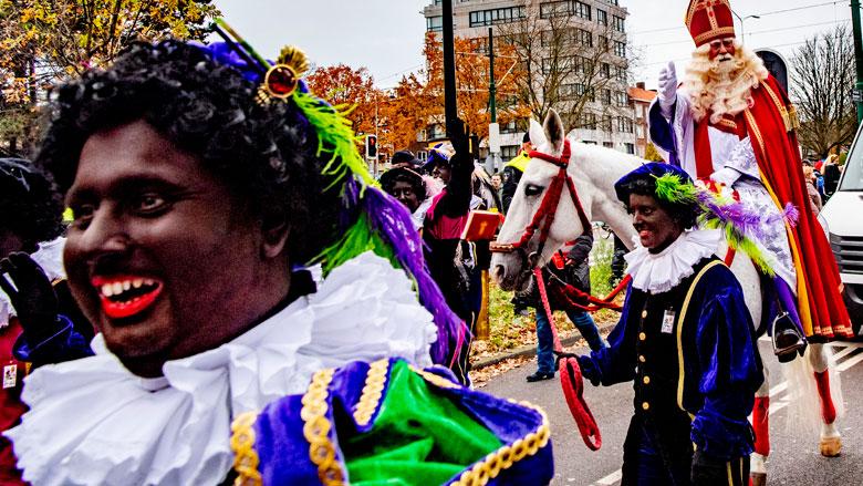 Foto's en filmpjes met Zwarte Piet zijn verboden op Facebook en Instagram