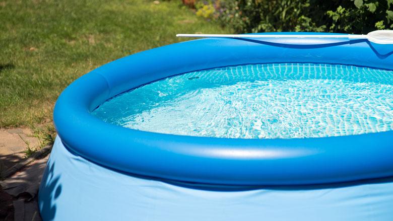 Hittegolf voorbij, waar laat je het water uit je zwembad?